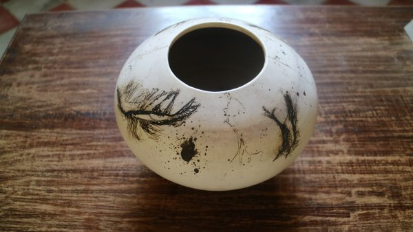 art Barbara Pettett , raku with horse hair and feathers a 60 euro