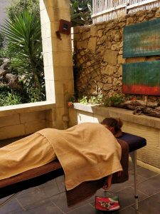 relax & enjoy a massage in garden charming B&B dar ta Zeppi